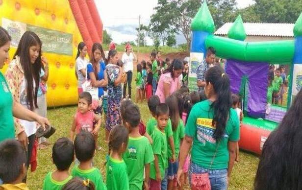 Crianças e adolescentes aguardando para brincar em parque inflável (Foto: Divulgação/Prefeitura)