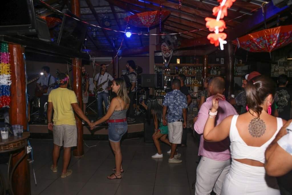 Dividido em dois ambientes, teve música para quem gosta de música popular até funk (Foto: Paulo Francis)
