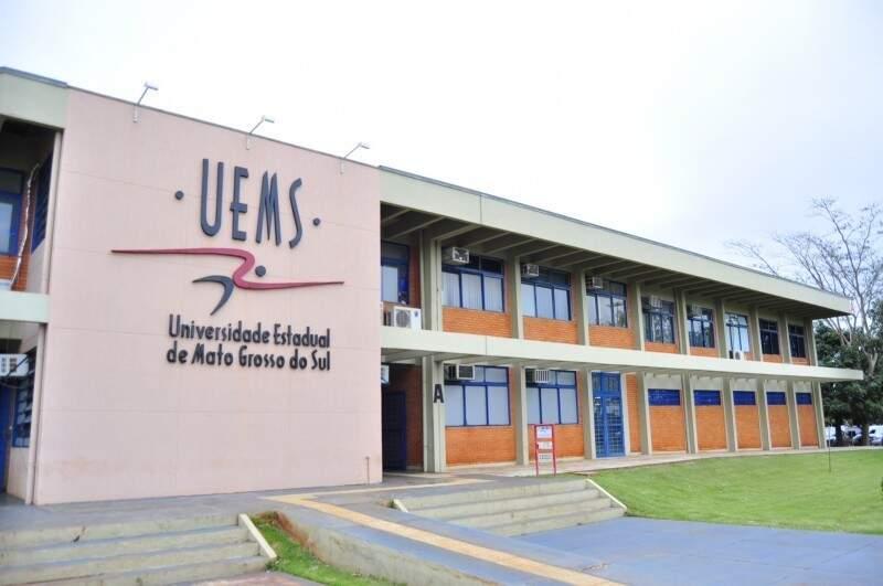 Entrada principal da universidade em Dourados (Foto: Divulgação)