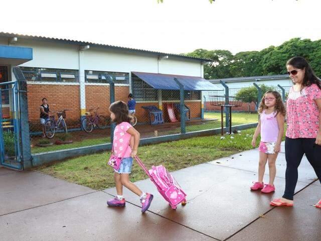 Estudantes foram para a escola ainda sem uniforme (Foto: A. Frota/Divulgação)