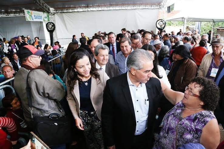 Governador do Estado, Reinaldo Azambuja (PSDB), na Caravana da Saúde, em Campo Grande. (Foto: Luly Dino)