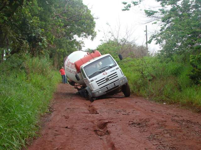 Estrada ficou interditada até a manhã desta sexta (Foto: Carlos Herculano da Costa)