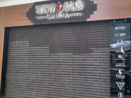Operação de combate ao contrabando fecha loja em shopping