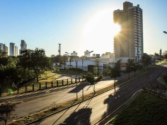Sol deve predominar ao longo do dia e temperatura chega a 33ºC na Capital. (Foto: Marina Pacheco)