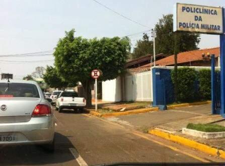 Flagrante de carro estacionado em local proibido.(Foto: Repórter News)