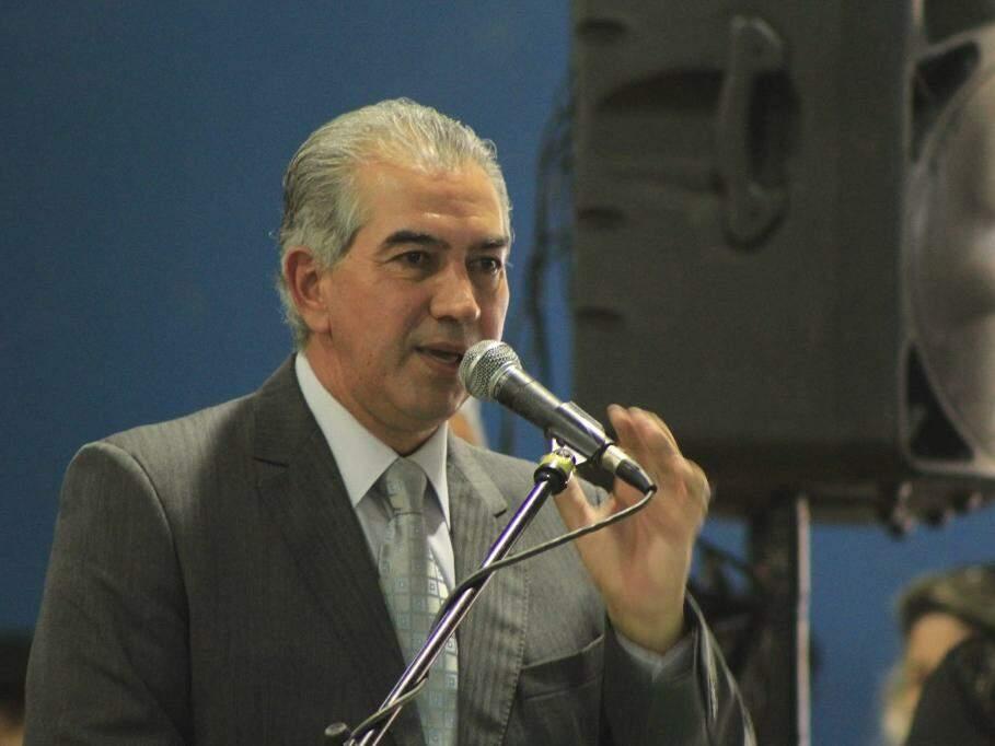 Reinaldo discursando em agenda pública (Foto: Marina Pacheco)