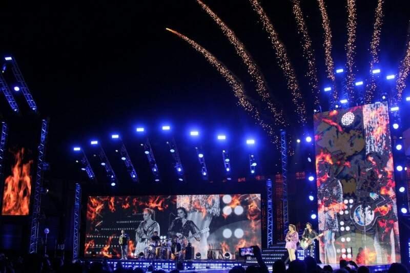 Estrutura do palco foi de impressionar com telas de LED (Foto: Marcos Ermínio)