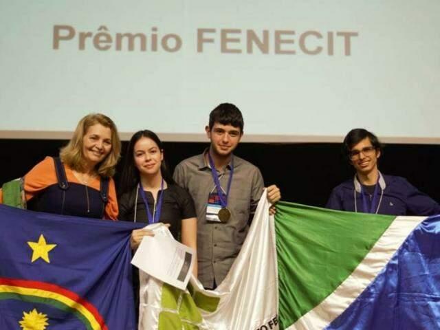 Um dos projetos foi desenvolvido pelos estudantes Mariana Nogueira, Thiago Ferronatto e Eitor Paiva. (Foto: Divulgação)