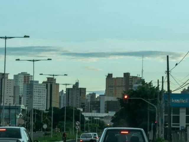 Inmet prevê chuva para Campo Grande nesta segunda-feira (18). (Foto: Henrique Kawaminami)