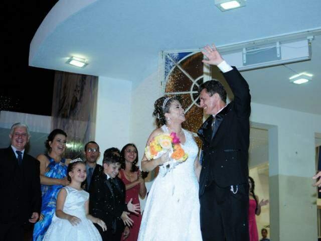 Casal comemorando a benção religiosa, 22 anos depois. (Foto: Unilton Cavalcante)