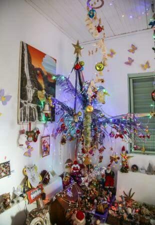 Árvore feita a partir dos galhos do coqueiro. (Foto: Danielle Valentim)