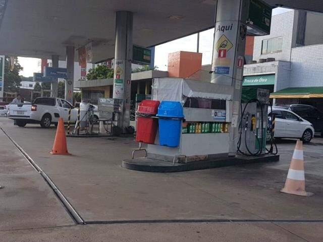 Apenas quatro pontos de venda ainda ofereciam gasolina a clientes na Capital; Lazaroto disse ainda ser possível achar etanol em alguns locais. (Foto: Mirian Machado)