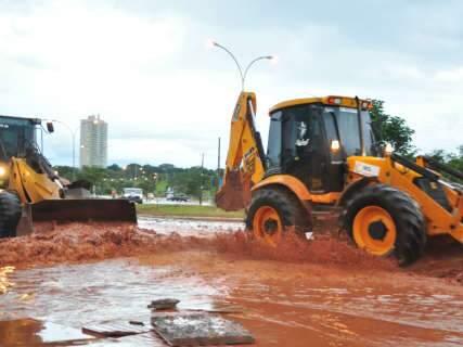 Depois da chuva, Prefeitura coloca homens e máquinas para recuperar estragos