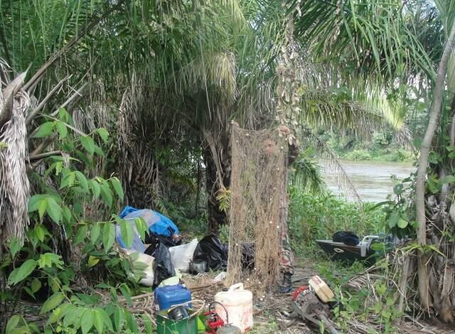 Acampamento montado à beira do rio Negrinho. (Foto: Divulgação)