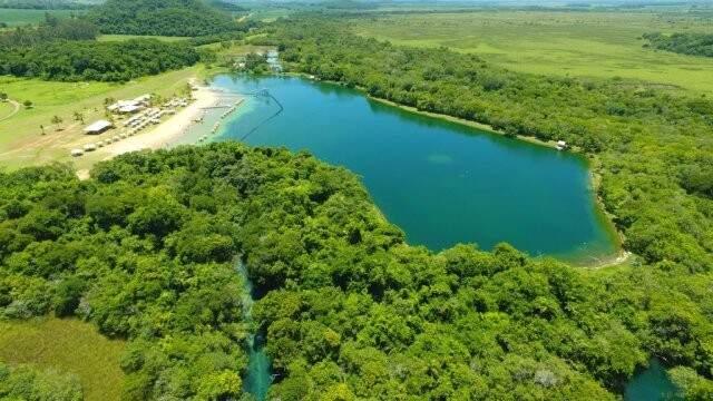 Vista aérea da Praia da Figueira, distante 18 km do centro de Bonito, lugar perfeito para passar o dia (Foto: Divulgação)