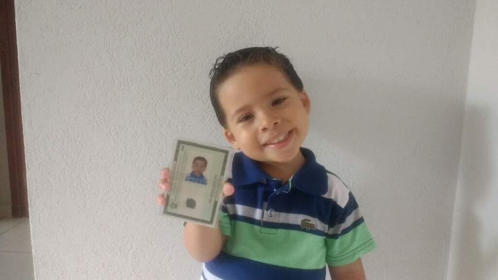 Enzo tirou seu RG com 1 ano e 11 meses porque sua mãe quis prevenir qualquer situação ruim que possa acontecer. (Foto: Acervo Pessoal)