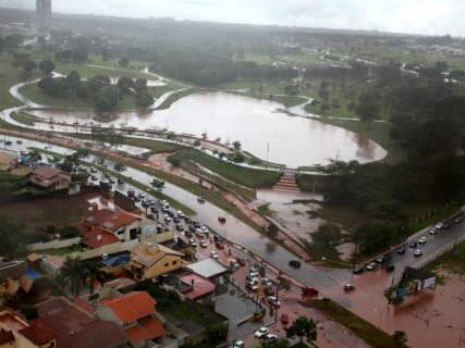 Só hoje choveu metade do esperado para todo o mês, lamenta Nelsinho sobre estragos