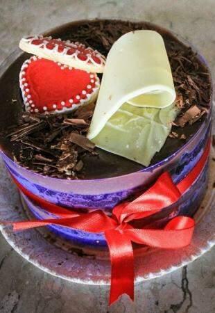 Tortas com sabores originais e lindas são produzidas sob encomenda.