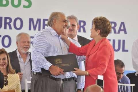 Jerson sai em defesa de reeleição e entrega homenagem a Dilma