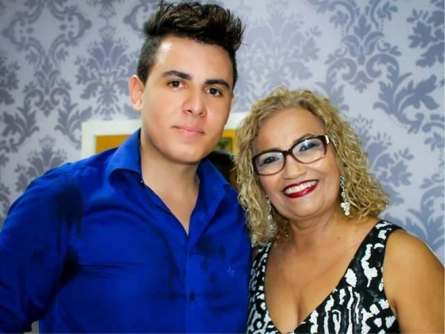 Os proprietários do NF Studio, o fotógrafo Filipe Fernandes e a cabeleireira Nadir Ribeiro. (Foto: Divulgação)