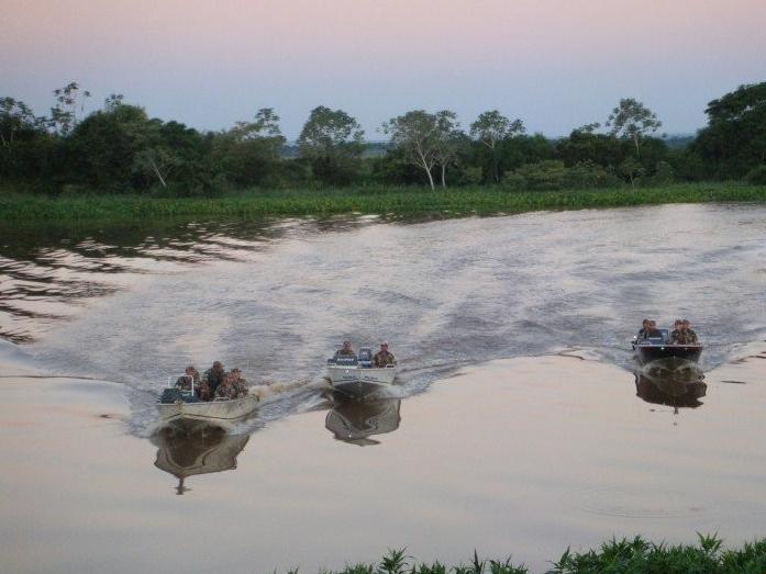 Policiais já estão intensificando a fiscalização nos rios de MS. Defeso começa amanhã e prossegue até 28 de fevereiro. (Foto: Divulgação/PMA)