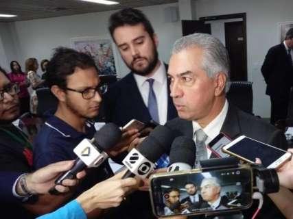 Governo quer negociar abono, mas está 'impossibilitado', diz Reinaldo