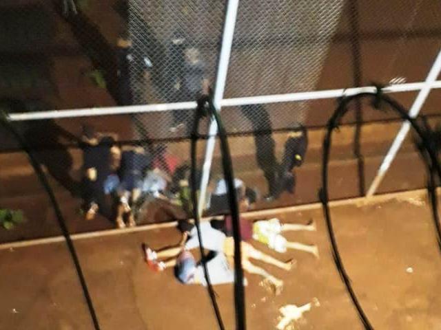 Presos rendidos após plano de fuga ser descoberto ontem à noite na PED (Foto: Direto das Ruas)