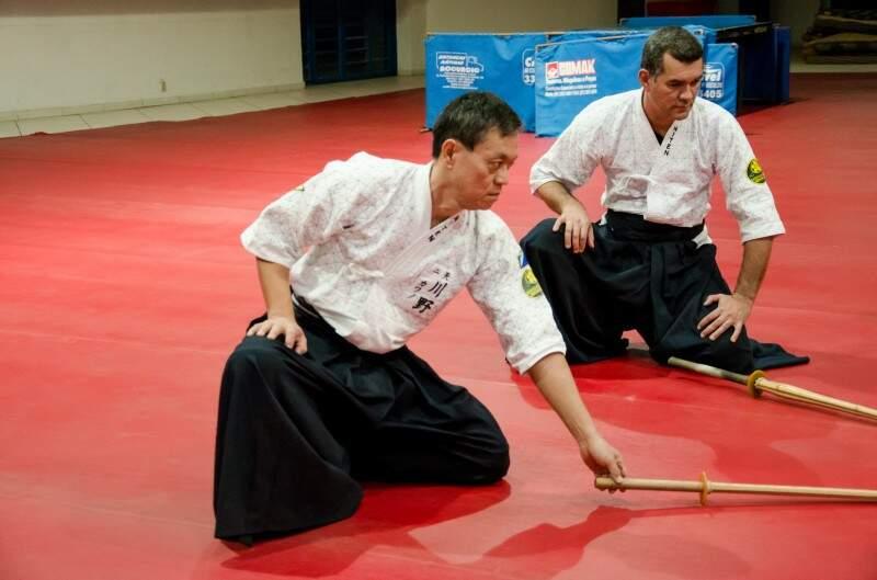 Lúcio Kawano, de 53 anos já faz Iaijutsu há 2 anos. (Foto: Vanessa Tamires)