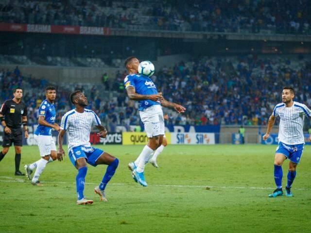 Lance do embate desta noite. (Foto: Cruzeiro/FC)