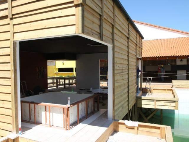 Spa foi montado dentro da piscina do clube. (Fotos: Cleber Gellio)