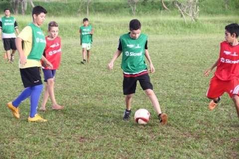 Escolinha pública de futebol reúne crianças em torneio neste sábado no Morenão