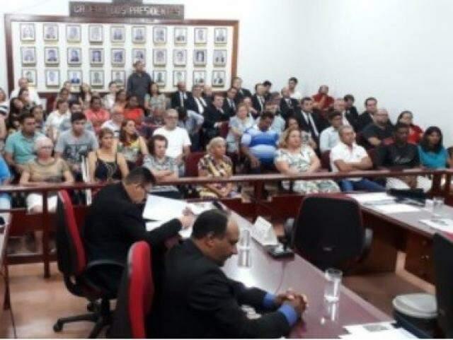 Sessão do dia 12 de novembro, quando denúncia resultou na abertura da CPI. (Foto: Câmara Municipal de Aparecida do Taboado)