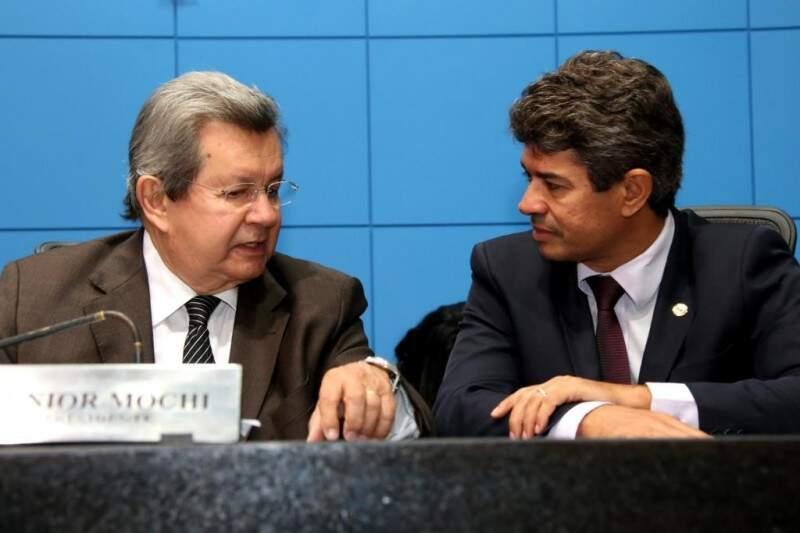 Deputados do PSDB, Onevan de Matos e Rinaldo Modesto, durante sessão na Assembleia (Foto: Assessoria/ALMS)