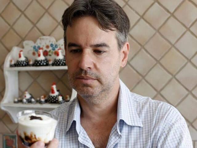 Marcelo com uma das criações (Foto: Arquivo pessoal)