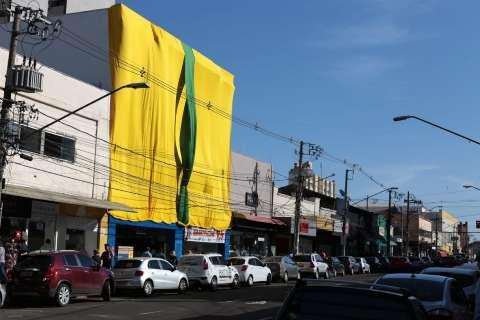 """No Centro, produtos para """"arraiá"""" tomam lugar dos itens verde-amarelos"""