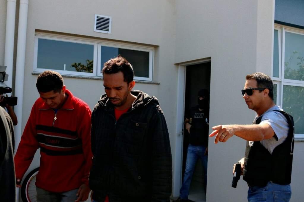 Foram cumpridos mandados de prisão em toda Campo Grande (Foto: Henrique Kawaminami)