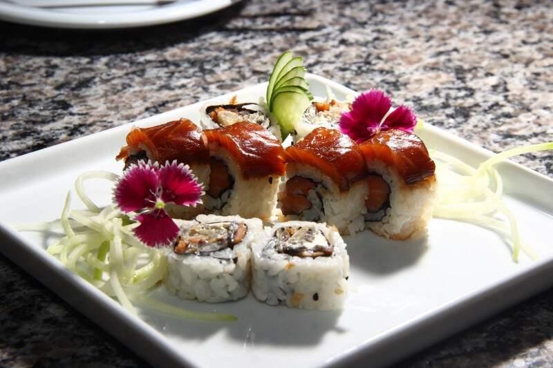 Flores comestíveis são usadas na decoração e deixam o prato ainda mais colorido e romântico (foto: Fernando Antunes)