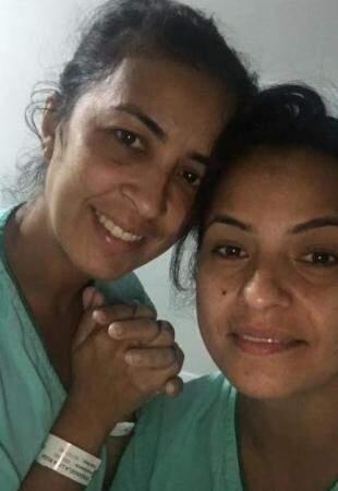 Marisangela e a irmã antes da cirurgia. (Foto: Arquivo Pessoal)