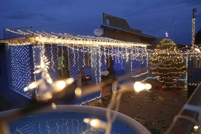 Lugar chama atenção com tantas luzes (Fotos: Gerson Walber)