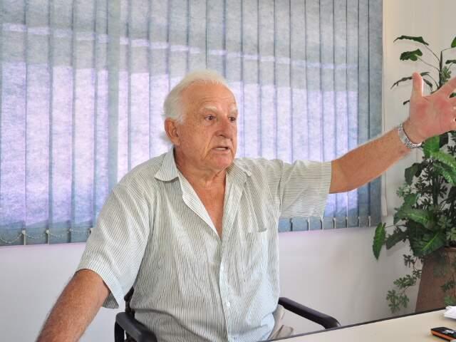 Ugo Furlan, proprietário de fazenda onde foram encontrados 5 jacarés abatidos no sábado. (Foto: João Garrigó)