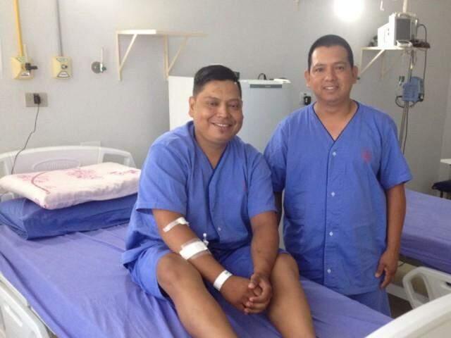 Irmãos, Evanildo (esq.) vai receber o órgão de Francisco; eles entram em cirurgia às 7 horas desta terça-feira (29) (Foto: Divulgação)