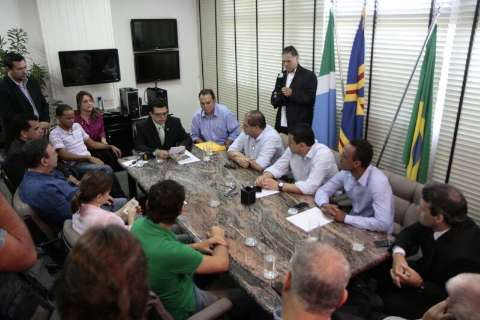 Em reunião com vereadores, Olarte diz que responsabilizará Bernal criminalmente
