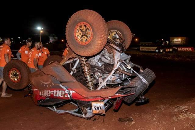 Veículo depois do acidente, destruído.  (Foto: Meg Cotrim/ Rally dos Sertões)