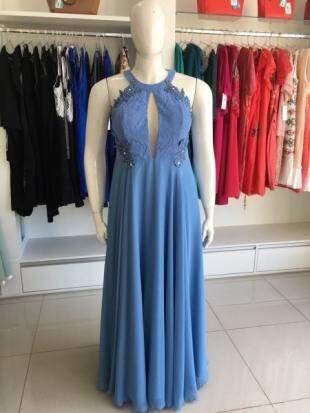 Vestido de festa, que custava R$ 899,00, durante a promoção sai por apenas R$ 449,00.