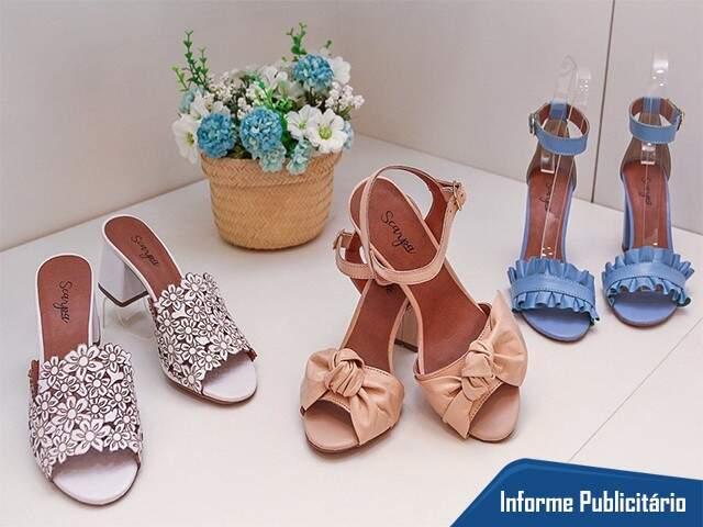 Coleção de verão tem sapatos de vários estilos e muitas sandálias coloridas.
