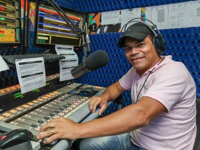 Ronaldinho Costa afirma que hoje o contato dos ouvintes não é mais humanizado (Foto: Fernando Antunes)