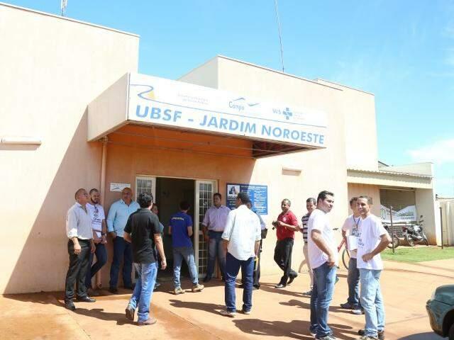 Vereadores não encontram médicos nem pacientes em unidade de saúde do Noroeste. (Foto: Fernando Antunes)