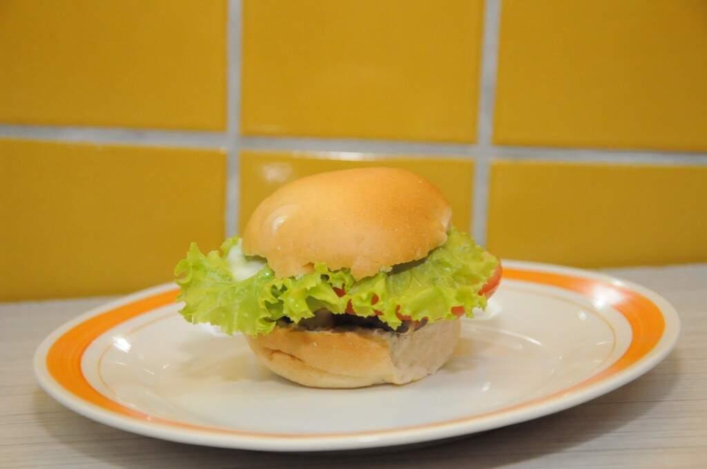 Mini hambúrguer com pequi. (Foto: Paulo Francis)