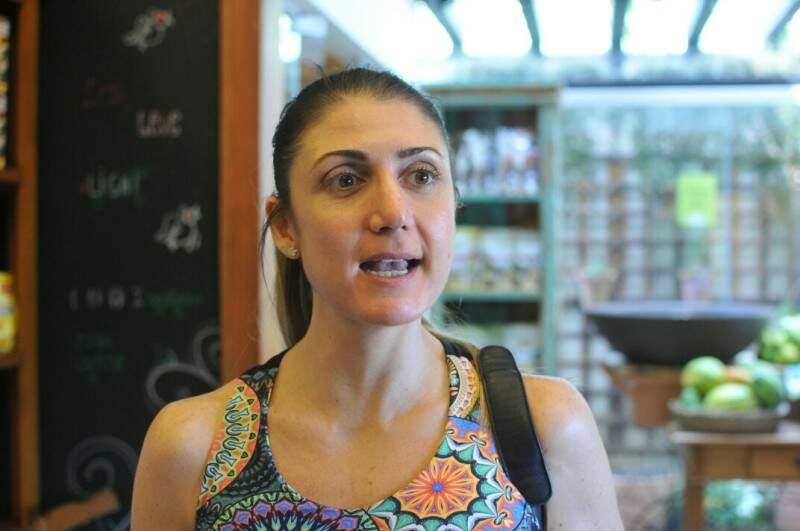 Roberta já mantém uma rotina alimentar saudável há mais de um ano.  (Foto: Alcides Neto)