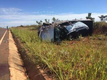 Mulher morre ao ser arremessada de camionete desgovernada na MS-040